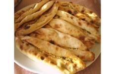 Mersin'in Yöresel Peynirli Pide Tarifi