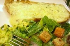 Peynirli Sarımsaklı Ekmek Dilimi Tarifi