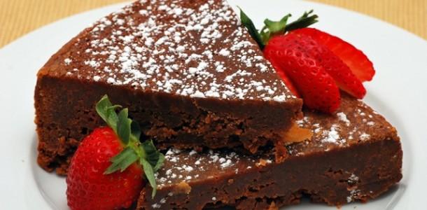 Sıcak Çikolatalı Kek Tarifi